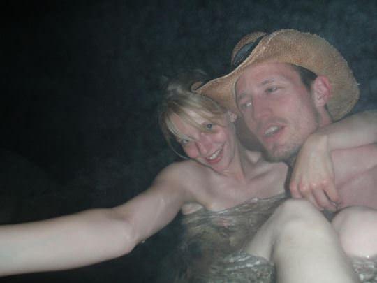 【外人】女友達と温泉入って自画撮りしたりおっぱい隠し撮りしてるポルノ画像 320