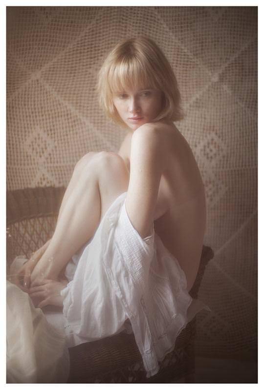 【外人】誰もが認める北欧系美女の芸術的セミヌードポルノ画像 329