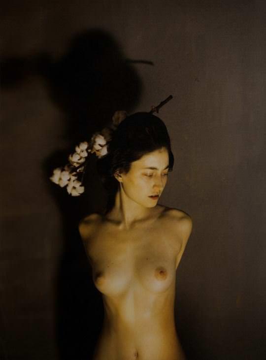 【外人】自分の魅力を引き出すためにヌードで頑張る無名ファッションモデルのポルノ画像 3616