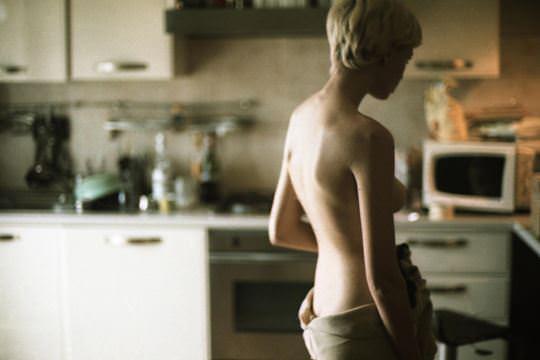 【外人】自分の魅力を引き出すためにヌードで頑張る無名ファッションモデルのポルノ画像 4131