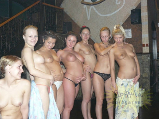 【外人】大衆浴場で素っ裸になっておふざけ女子会するロシア人素人のポルノ画像 4142