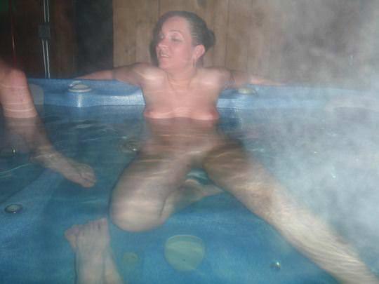 【外人】女友達と温泉入って自画撮りしたりおっぱい隠し撮りしてるポルノ画像 422