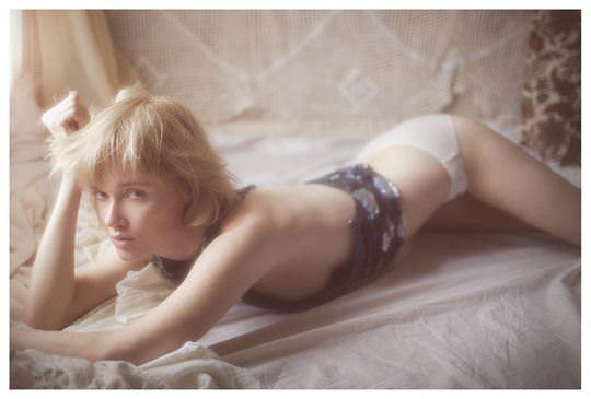 【外人】誰もが認める北欧系美女の芸術的セミヌードポルノ画像 429