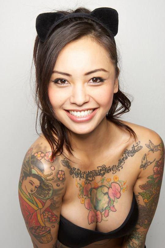 【外人】可愛い女の子が体中にタトゥーを入れてセクシーにキメてるポルノ画像 439