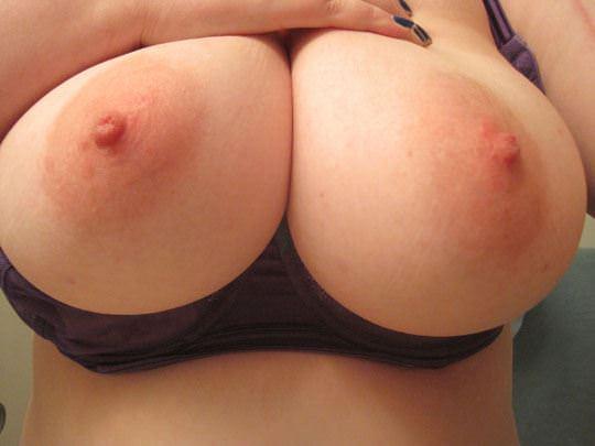 【外人】プリップリのボールみたいな爆乳おっぱいをネットに晒す素人の自画撮りポルノ画像 441
