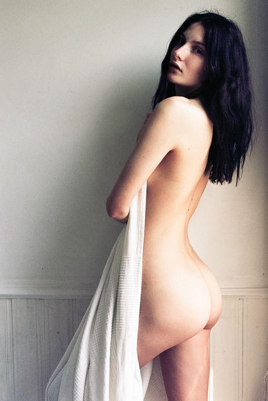 【外人】自分の魅力を引き出すためにヌードで頑張る無名ファッションモデルのポルノ画像 4611