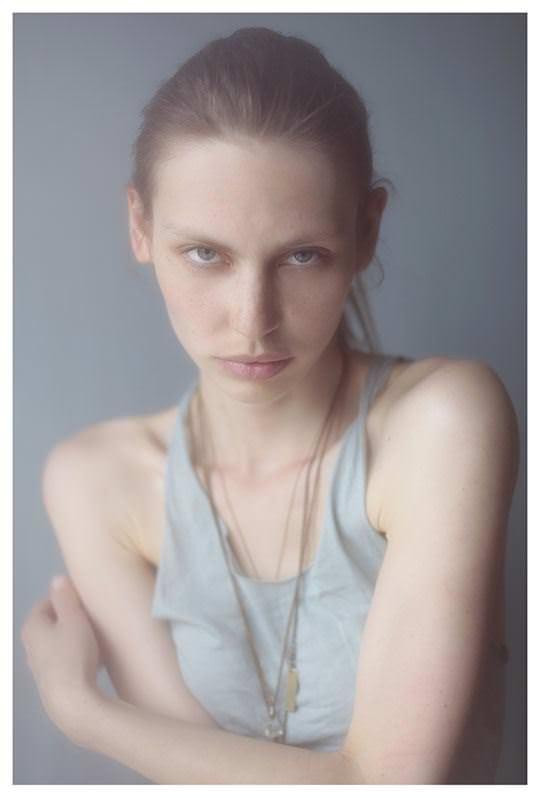 【外人】誰もが認める北欧系美女の芸術的セミヌードポルノ画像 482