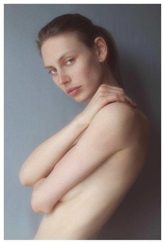 【外人】誰もが認める北欧系美女の芸術的セミヌードポルノ画像 492