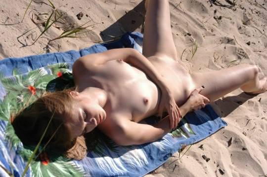 【外人】ヌードビーチで撮られた彼女のヌードがめちゃシコエロいポルノ画像 5109