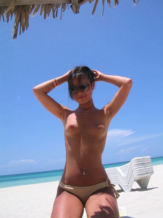 【外人】フィリピン在住の小麦肌の激カワ美女がビーチでおっぱい露出&フェラチオポルノ画像 5112
