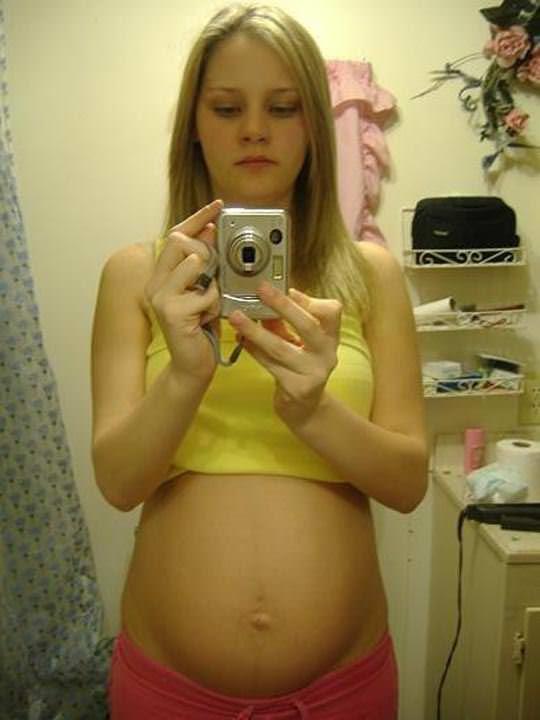【外人】10代で妊娠してしまった若人妻たちの自画撮りお腹の素人ポルノ画像 5120