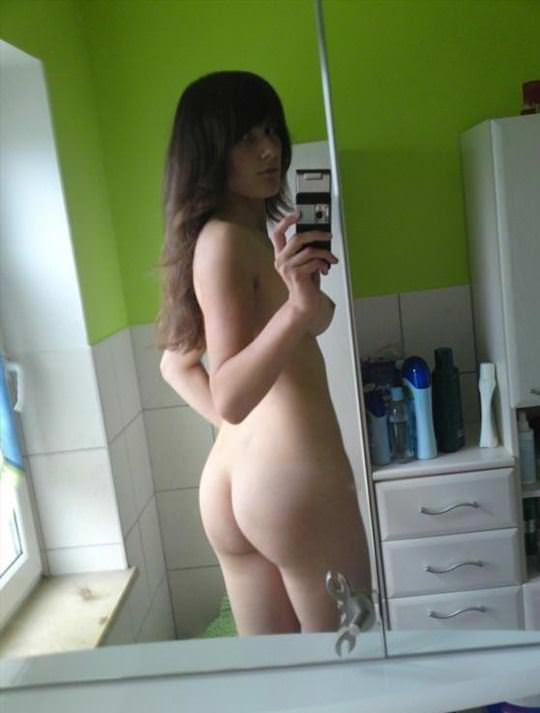 【外人】美人だけどエラ貼ってる巨乳おっぱい女が自宅でパイパン自画撮りしてるポルノ画像 513