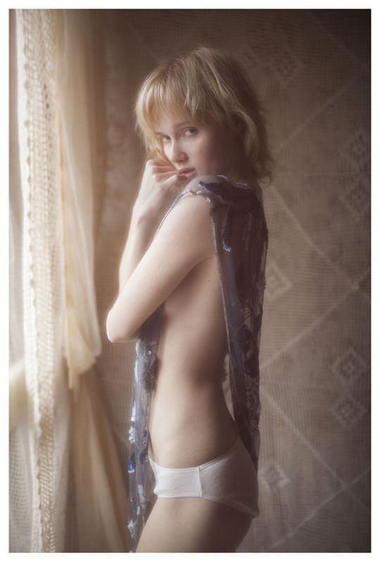 【外人】誰もが認める北欧系美女の芸術的セミヌードポルノ画像 527
