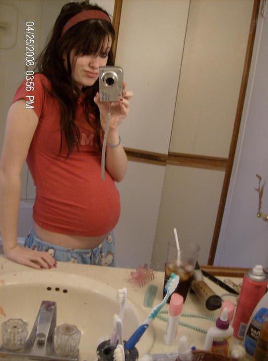 【外人】10代で妊娠してしまった若人妻たちの自画撮りお腹の素人ポルノ画像 5510