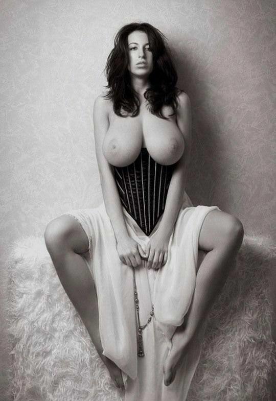 【外人】外人ならではの張りのあるメロンパイ的な爆乳おっぱいポルノ画像 619
