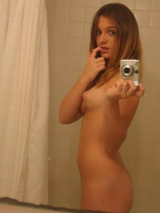 【外人】白人少女たちのヌード自画撮り写真のおっぱいに吸い付きたいポルノ画像 689