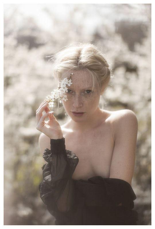 【外人】誰もが認める北欧系美女の芸術的セミヌードポルノ画像 715