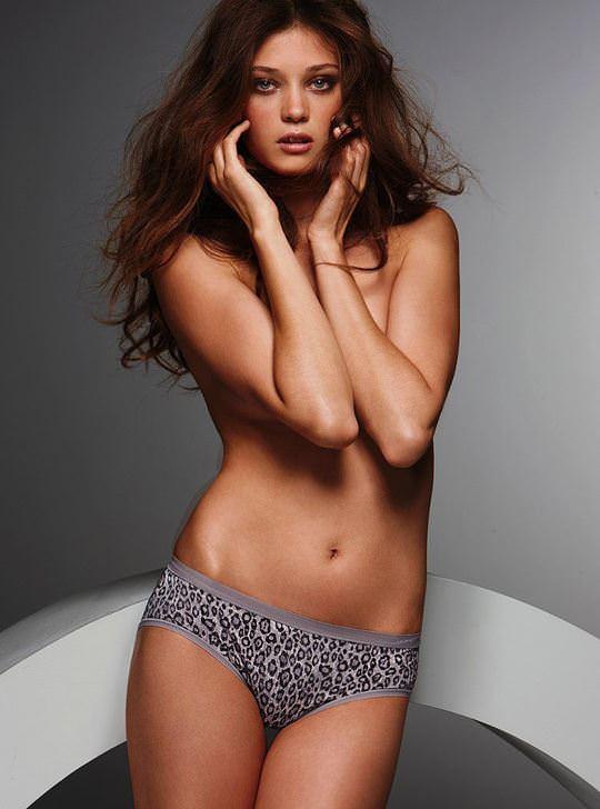 【外人】ルーマニア人スーパーモデルのダイアナ・モルドヴァン(Diana Moldovan)のシースルー美乳おっぱいが見れるポルノ画像 726