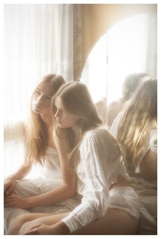 【外人】シースルーの下着を着た美少女姉弟のセミヌードポルノ画像 754