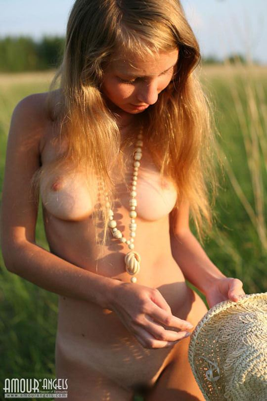 【外人】元気いっぱいな笑顔が素敵なロシアン美少女マーシャ(Masha)のヌードポルノ画像 755