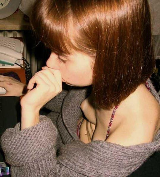 【外人】外国人の可愛い素人娘が胸チラでピンク乳首を見せてるポルノ画像 769