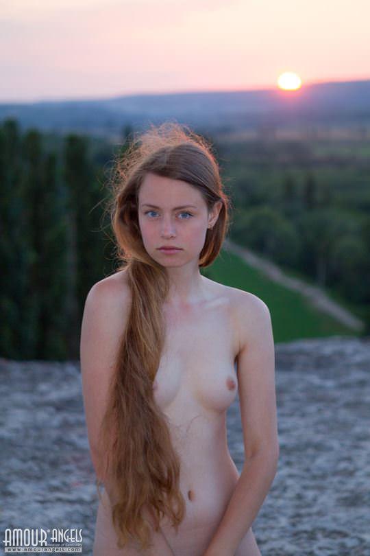 【外人】ウクライナが産んだ貧乳おっぱいロリ美少女リナ(Lina)が夕日に照らされおまんこご開帳してる露出ポルノ画像 815
