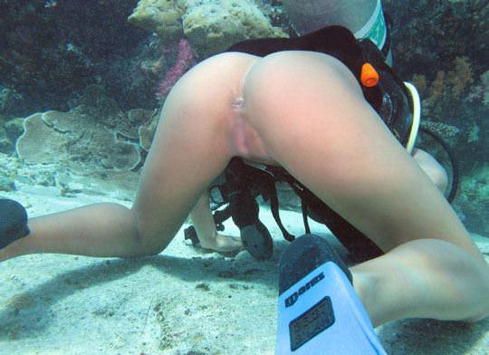 【外人】アワビかと思ったらおまんこだった水中に浮かぶ素人娘のポルノ画像 84