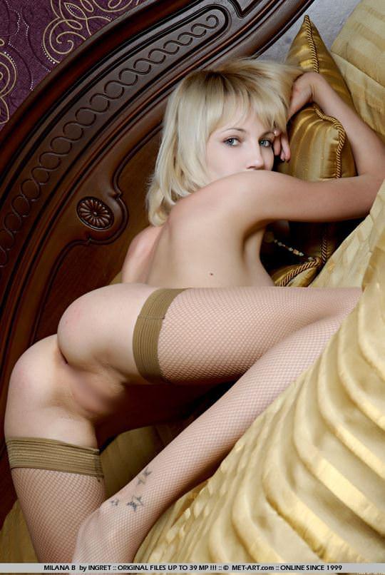 【外人】整った顔立ちの青い瞳のブロンド美女ミラナ(Milana B)18歳パイパン全裸開放してるポルノ画像 875