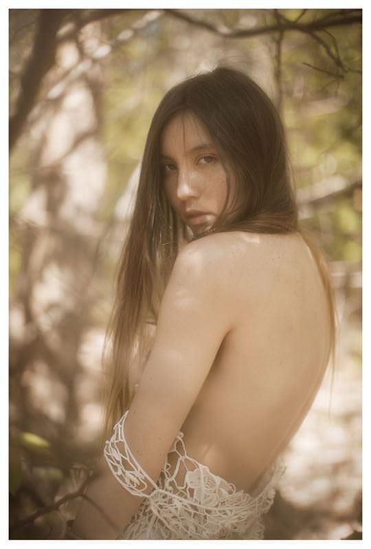 【外人】誰もが認める北欧系美女の芸術的セミヌードポルノ画像 913
