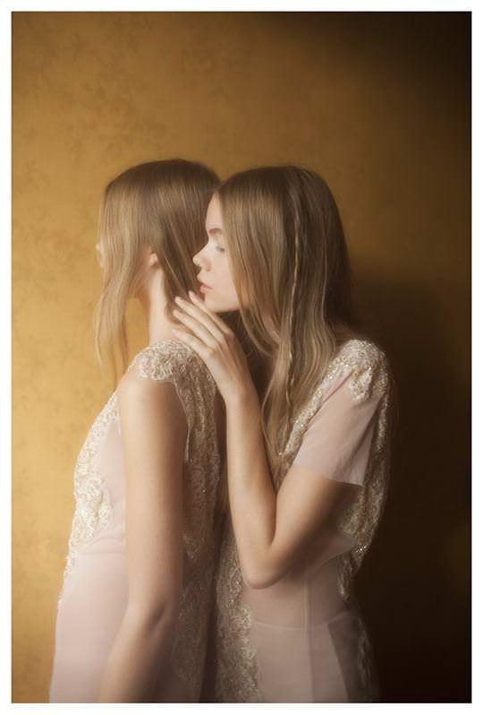 【外人】シースルーの下着を着た美少女姉弟のセミヌードポルノ画像 947