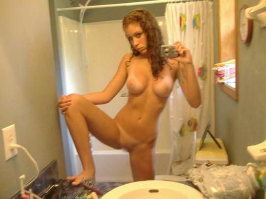 【外人】世界の10代美少女が青臭いピンク乳首おっぱいを自画撮りするポルノ画像 967