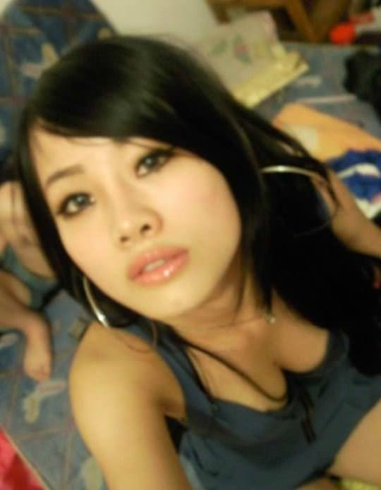 【外人】風俗サウナ店で働く中国人の巨乳素人少女の自撮りおっぱいが激エロなポルノ画像 985