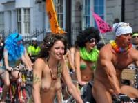 【外人】World Naked Bike Rideで全裸になってチャリに乗る美女達の街撮り露出ポルノ画像