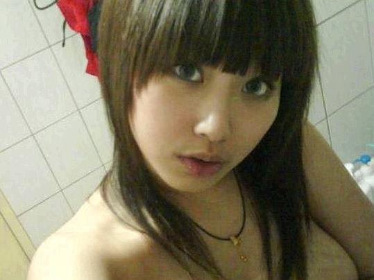 【外人】台湾人の激カワ素人娘が自慢の巨乳おっぱいを自画撮りしてネットうpのポルノ画像 0111
