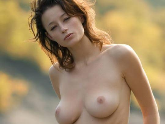 【外人】大自然と見事にマッチしてる巨乳おっぱいモデルのアナスタシア(Anastasia Gurtovaya)の野外露出ポルノ画像 01111