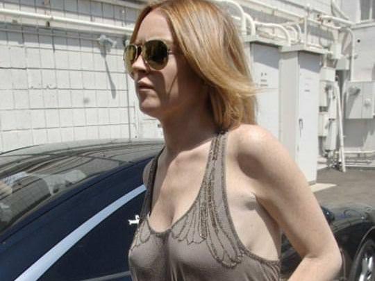 【外人】アメリカ人女優リンジー・ローハン(Lindsay Lohan)の豊胸おっぱいの横乳がめちゃエロいポルノ画像 0117