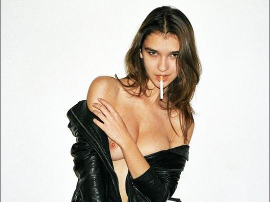 【外人】挑発的にアピってくるポーラ・バルチンスカ(Paula Bulczynska)のチラ見えおっぱいポルノ画像 0138
