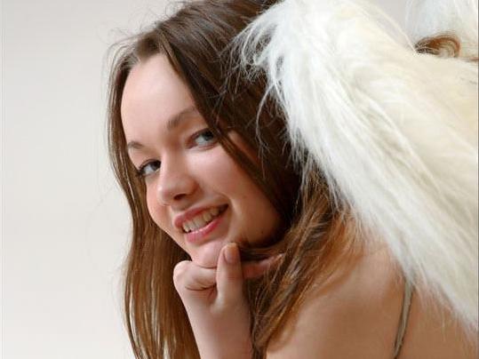 【外人】ガチで羽が生えたロシアン美少女リダ( Lida)のパイパンヌードポルノ画像 014