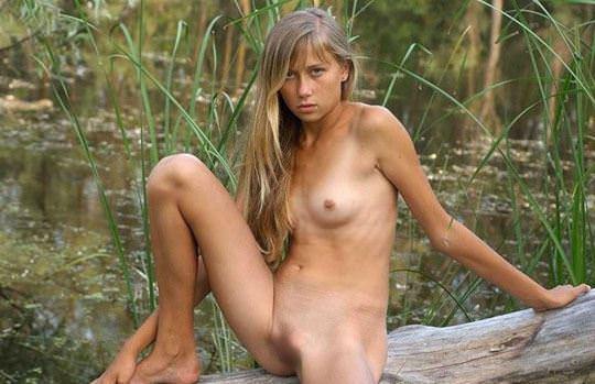 【外人】水辺で遊ぶ美女達が妖精のようで美しい露出ポルノ画像 0142