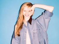 【外人】笑顔が激カワ美少女モデルが元気一杯おっぱいギリギリセミヌードのポルノ画像