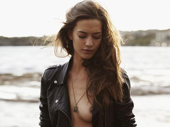 【外人】彼女たちの存在が美しいアートな海外美女達のセミヌードポルノ画像 0164