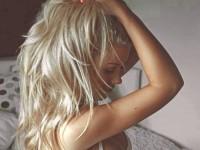 【外人】憧れのブロンド美女がエッチなおっぱいヌードを披露するポルノ画像