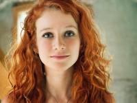 【外人】綺麗な赤毛を身に纏った美乳おっぱいヌードのポルノ画像