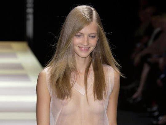 【外人】ファッションショーはやたらと乳首を露出したがるポルノ画像 0195