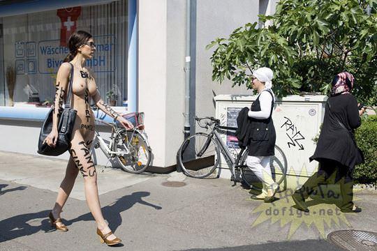 【外人】スイス生まれのヌードパフォーマーのミロモアレ(Milo Moiré)がただの露出狂なポルノ画像 10101
