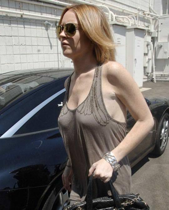 【外人】アメリカ人女優リンジー・ローハン(Lindsay Lohan)の豊胸おっぱいの横乳がめちゃエロいポルノ画像 1016