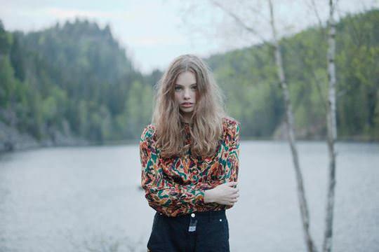 【外人】ロリータ顔のアメリカ人美少女モデルのクリスティン・フローセス(Kristine Froseth)が野外キャンプしてるポルノ画像 1037