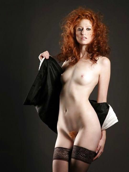 【外人】綺麗な赤毛を身に纏った美乳おっぱいヌードのポルノ画像 1063