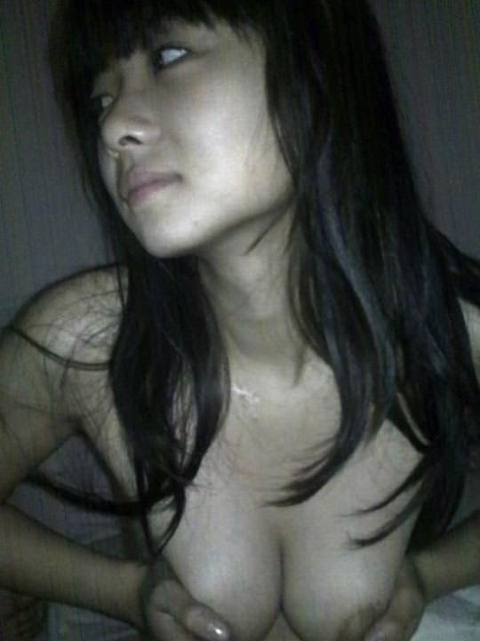 【外人】マン毛がめっちゃ濃い素人のアジアン美少女が彼氏とハメ撮りフェラチオポルノ画像 110