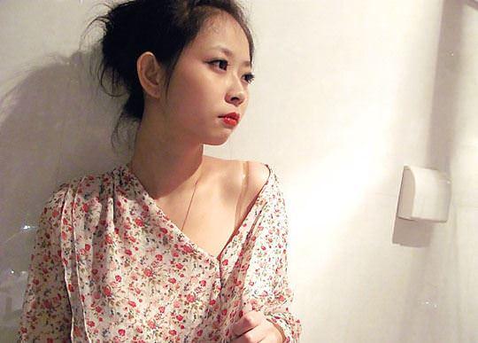 【外人】オナニー強要されてハメ撮りされる中国の素人美少女のポルノ画像 1102